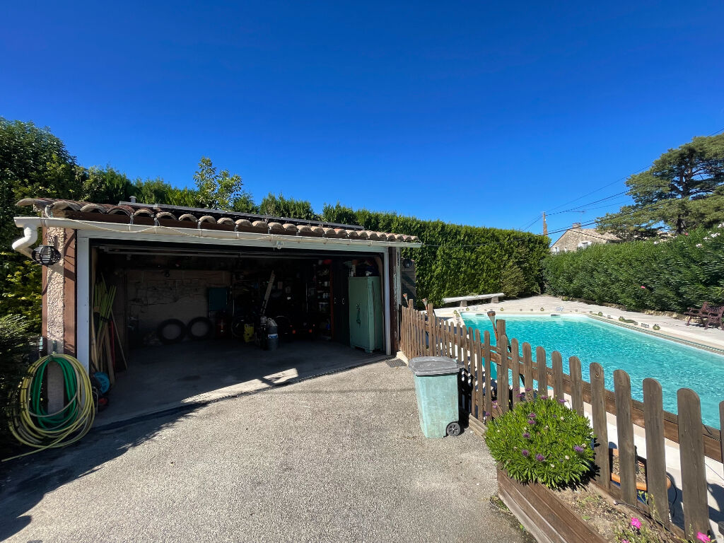 140sqm house in Robion with swimming pool and garage