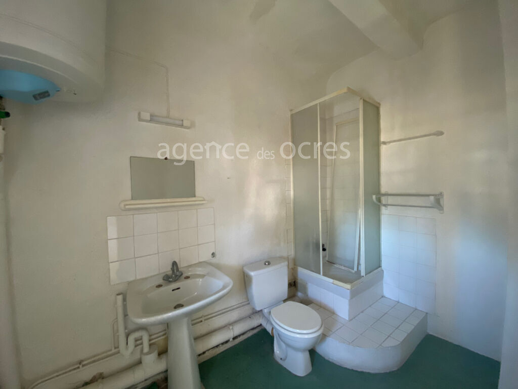 Apt building 233sqm with large parking