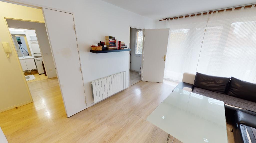 Sale apartment Romainville 264000€ - Picture 3