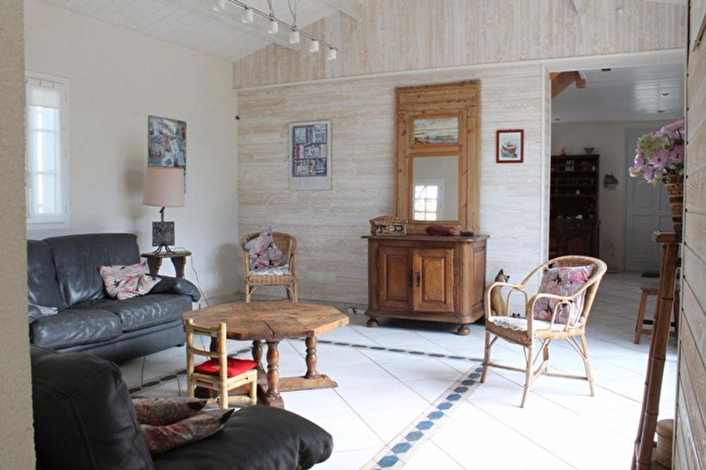 Maison / Villa à SAINT CLEMENT DES BALEINES 17590 (2175)