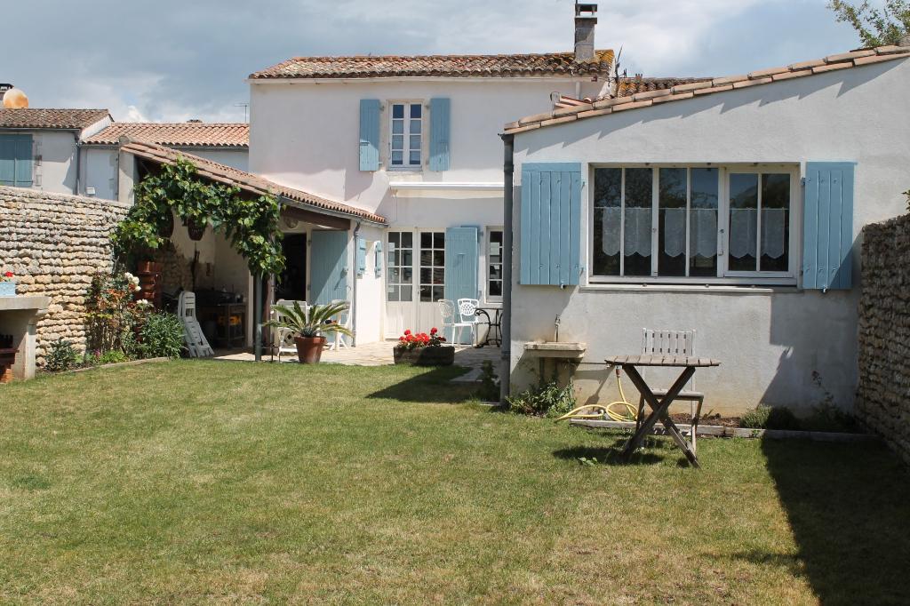 Maison / Villa à LOIX 17111 (2259)