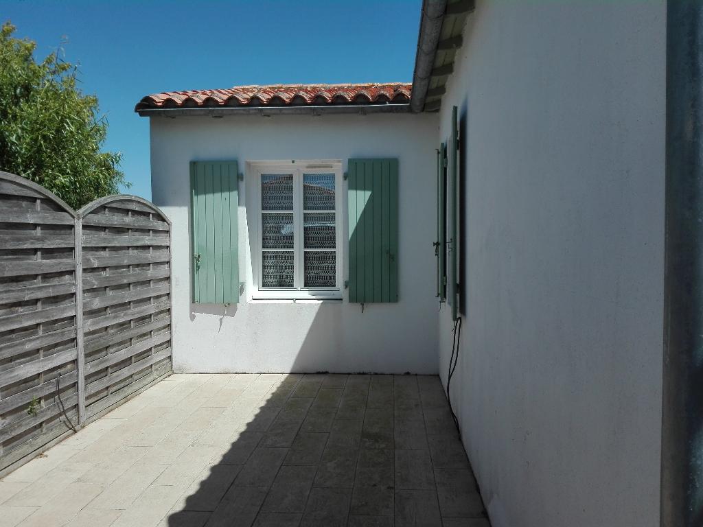 Maison / Villa à LA COUARDE SUR MER 17670 (2266)