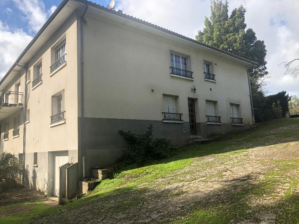 photo de Grande maison de 4 chambres avec beau terrain à limoges