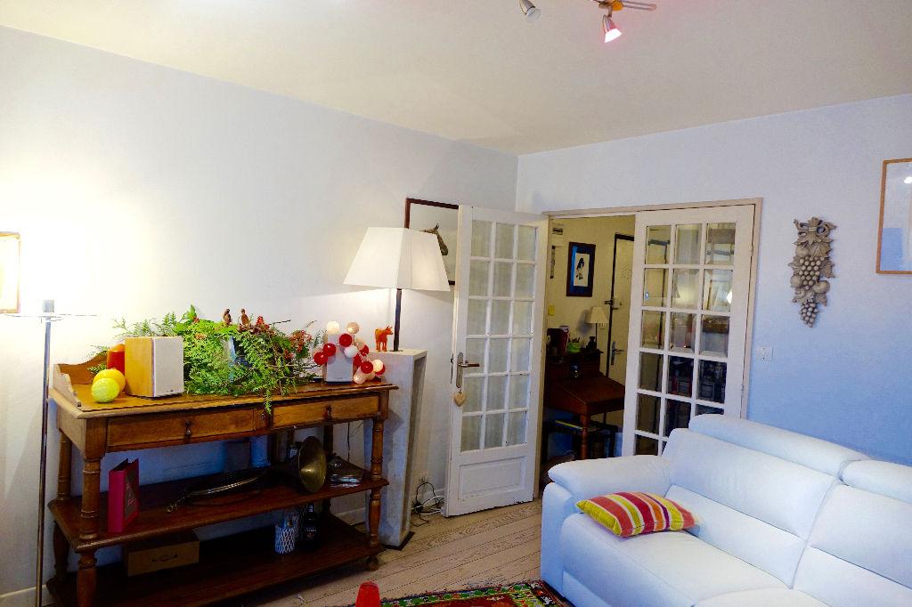 TOURS HALLES. Appartement de type 5 avec 3 chambres et parking.