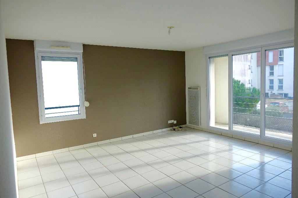 TOURS Quartier des 2 lions. Bel appartement à louer, dans résidence récente avec Place de parking sécurisée.