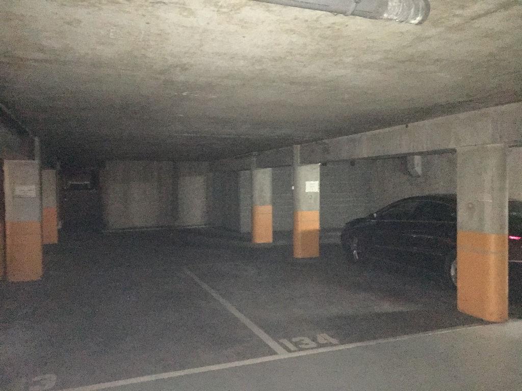 TOURS Jean-Jaurès. 2 places de parking en sous-sol dans résidence sécurisée.