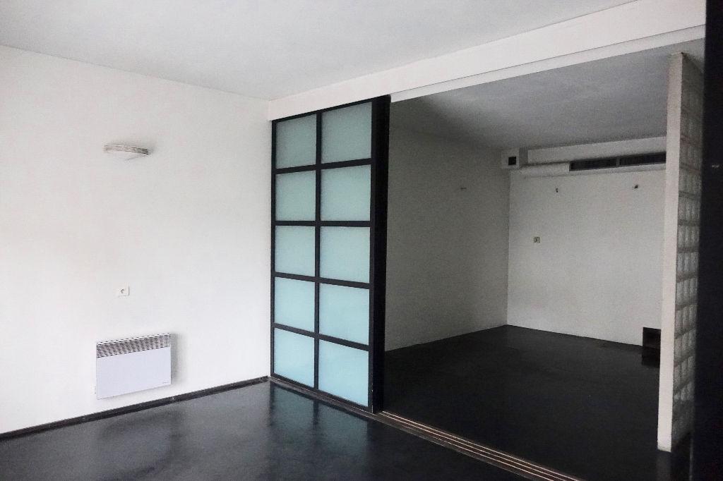 Tours Gare. Bureaux de 84,5 m2 en rez-de-chaussée. Lumineux et idéalement situé.