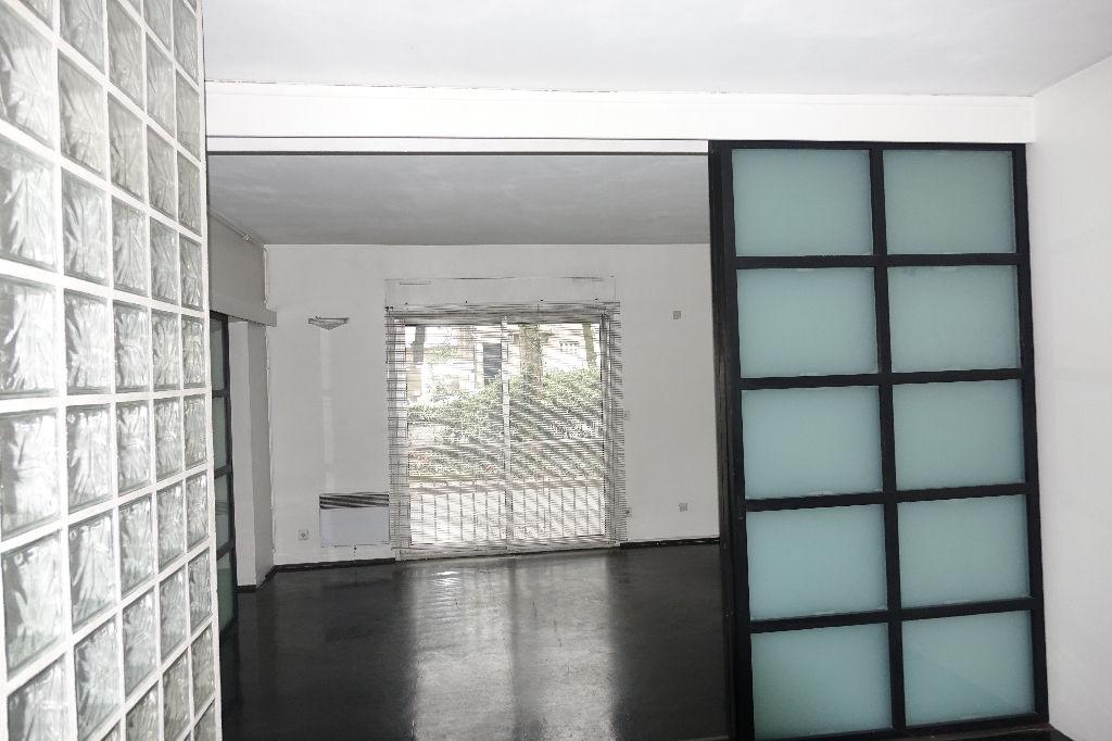 tours gare bureaux de 84 5 m2 en rez de chauss e lumineux et id alement situ tours 37000. Black Bedroom Furniture Sets. Home Design Ideas