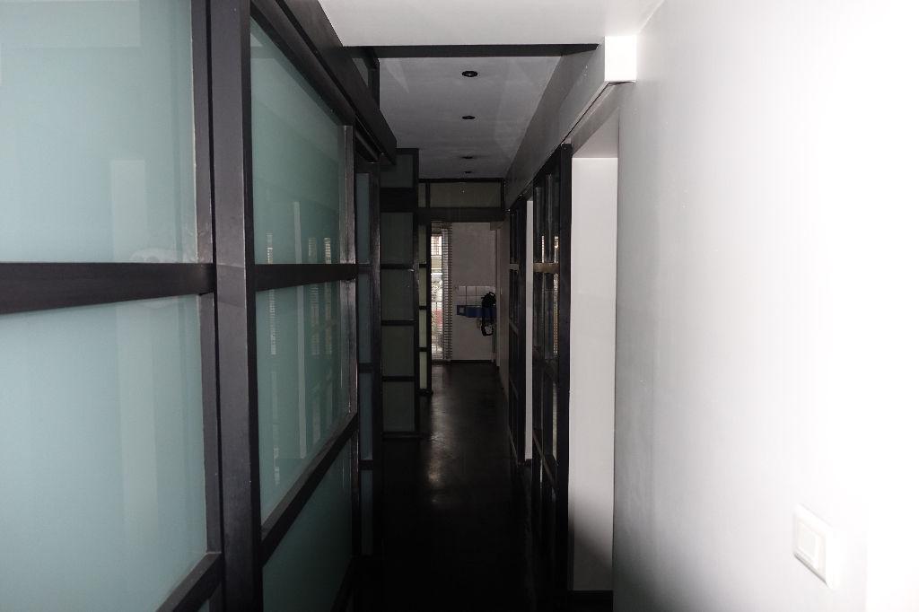 tours gare bureaux de 84 5 m2 en rez de chauss e. Black Bedroom Furniture Sets. Home Design Ideas