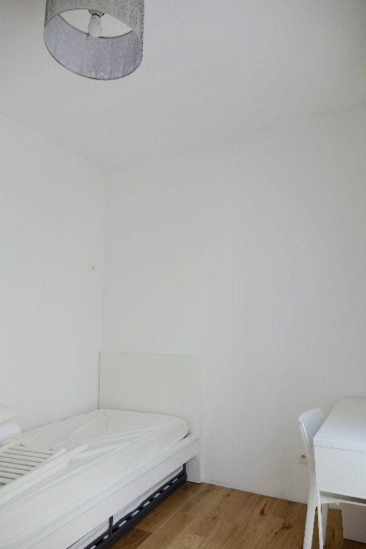 TOURS CATHEDRALE. Appartement T3 meublé  dans petite copropriété de caractère.