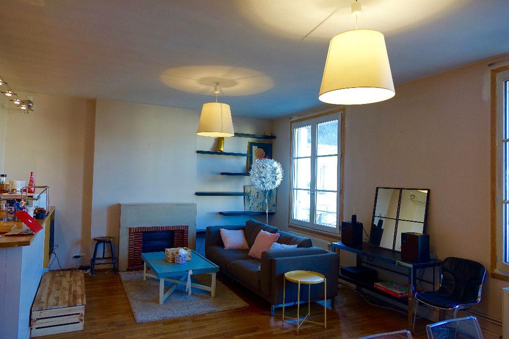 TOURS Hyper Centre, Bel appartement de 77 m2 avec grenier et droit de stationnement.