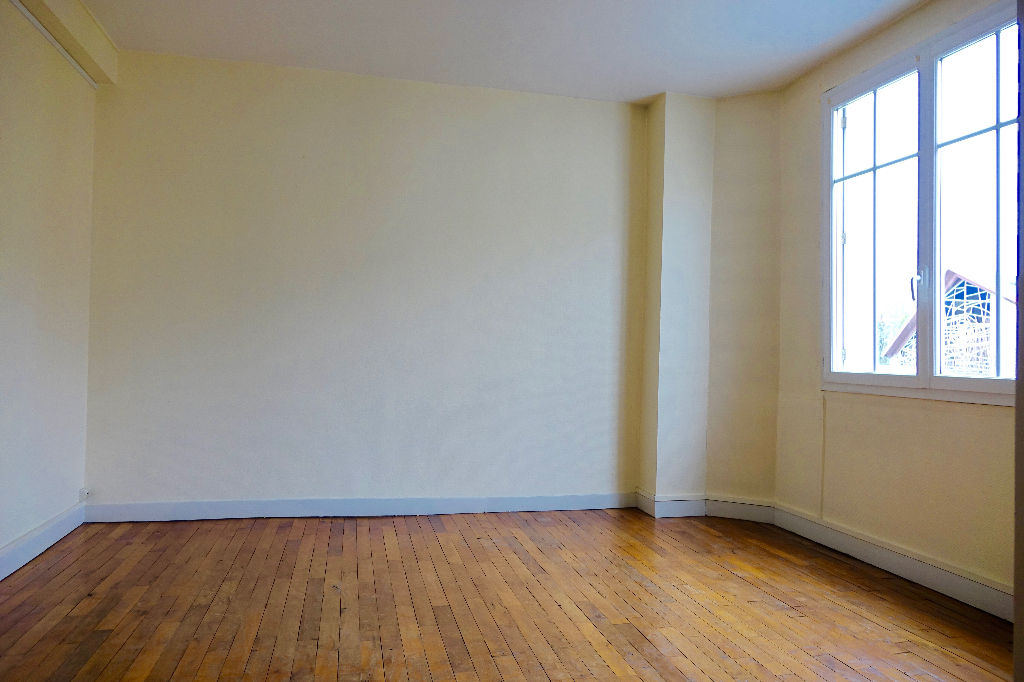 TOURS PREBENDES. Appartement T3 de caractère avec cave.