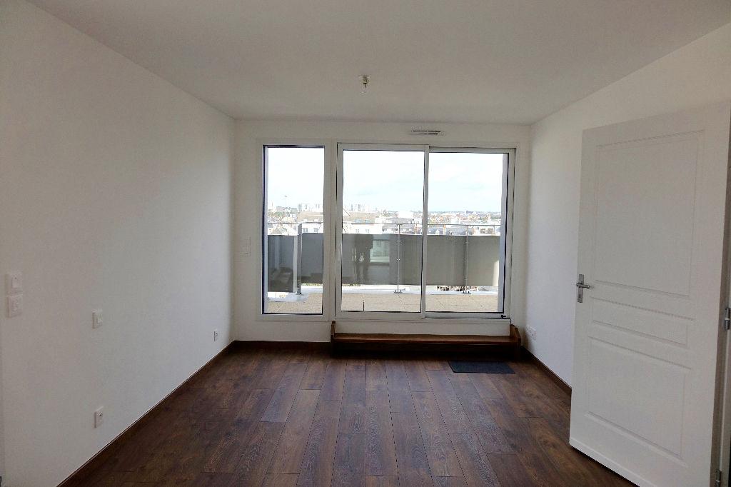 TOURS GARE. Appartement T3 de 103 m2 avec terrasses et garage.