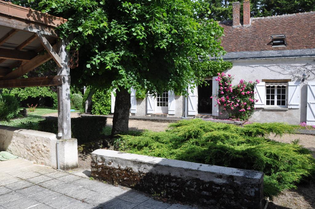 SUD EST de Tours. Belle Longère de 226 m2 avec beau jardin paysagé...
