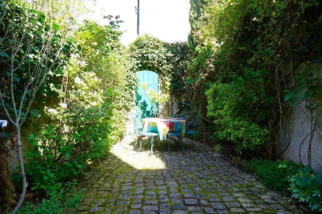 TOURS HEURTELOUP/TRAVERSIERE. Grande et belle  maison avec cour.