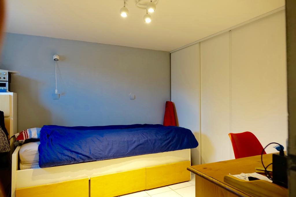 TOURS NORD. Maison avec 4 chambres sur 830 m2 de parcelle avec garage.