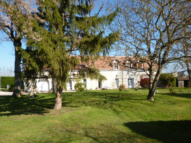 Proximité FRANCUEIL. Achat d'une belle Longère de 250 m² en Parfait état sur un jardin de 3000m²