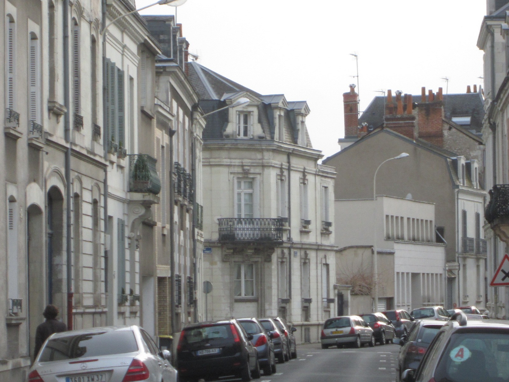 TOURS BÉRANGER. Appartement T2/T3  rénové.
