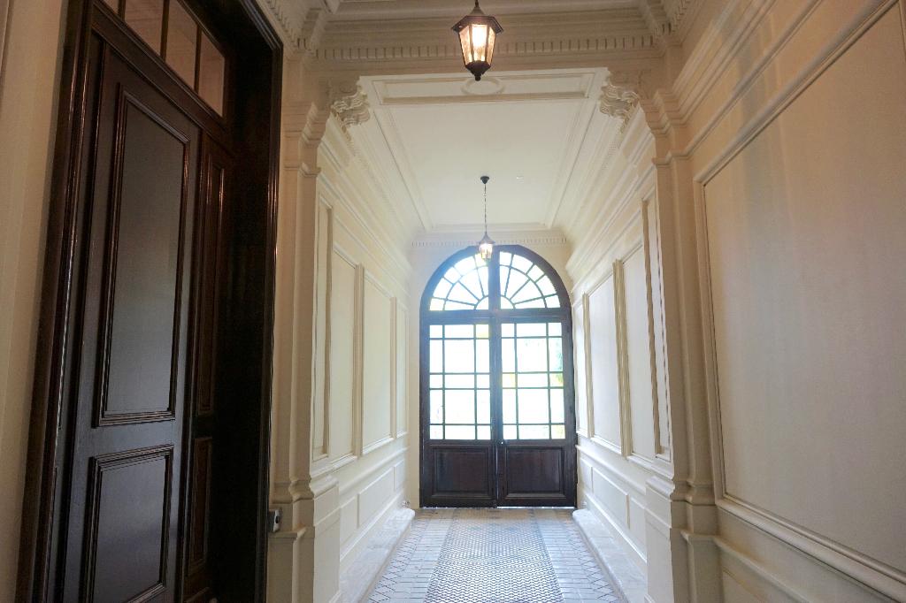 TOURS GARE. Appartement T3 rénovée au coeur d'un hôtel particullier.