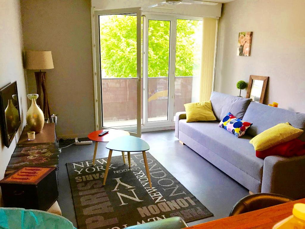 TOURS LAKANAL STRASBOURG. Appartement meublé, type 2 avec balcon et place de parking.