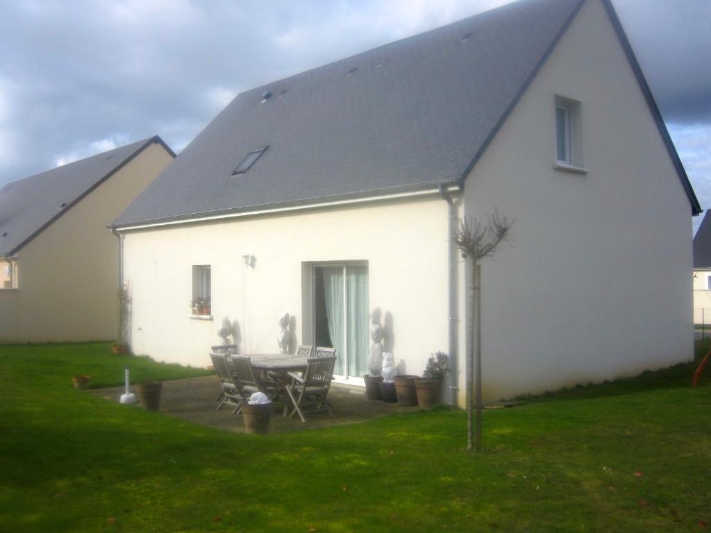 Notre Dame D'Oe . Maison récente avec 4 chambres, jardin, terrasse et garage.