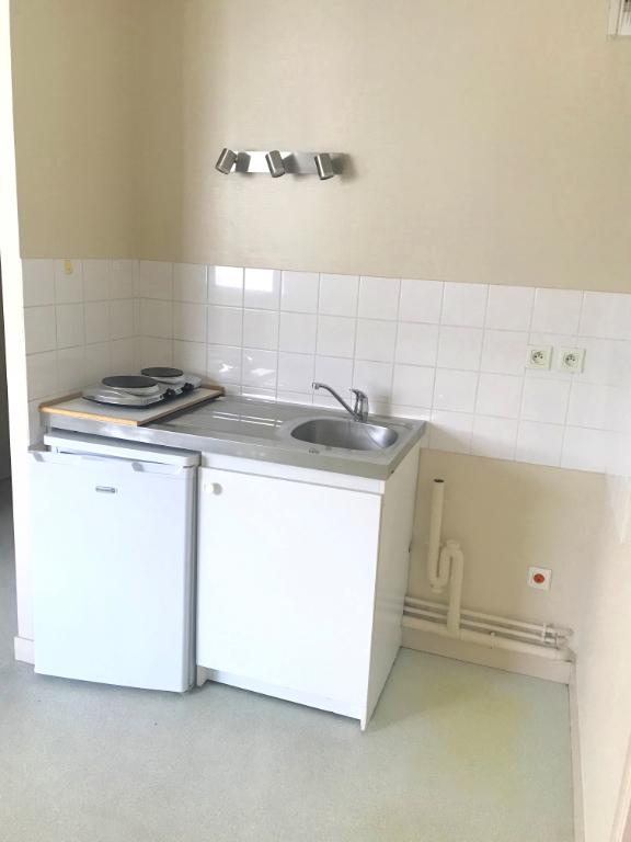 TOURS GARE. Dans résidence récente, Appartement T2 à proximité de toutes commodités.
