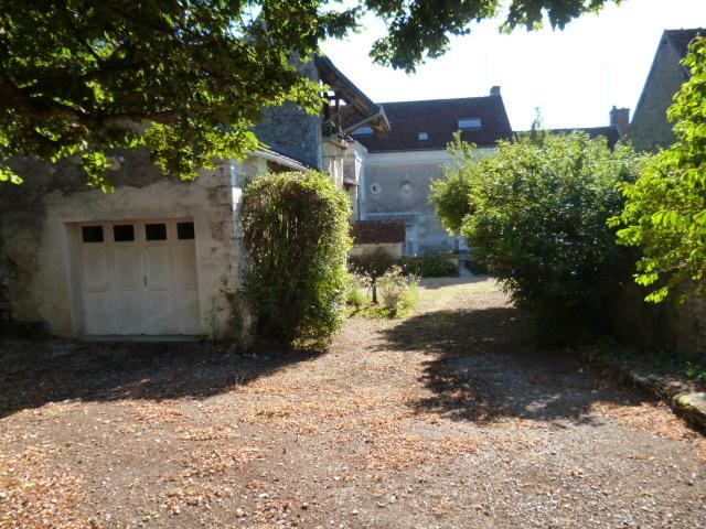 EPEIGNÉ- LES-BOIS. Belle Maison Bourgeoise de Famille XIXème en pierre  sur charmant jardin de 1030 m² .