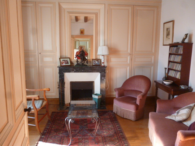 Sud Est de TOURS. Belle Maison Bourgeoise de Famille XIXème en pierre  sur charmant jardin de 1030 m² .