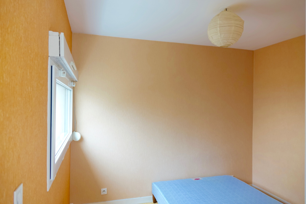 TOURS GARE. Appartement T2  de 32 m2 au 1er Etage avec place de parking.