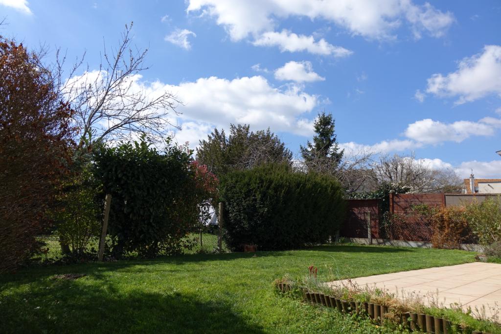 TOURS St Symphorien. Maison de ville avec 4 chambres, terrasse, garage et jardin.