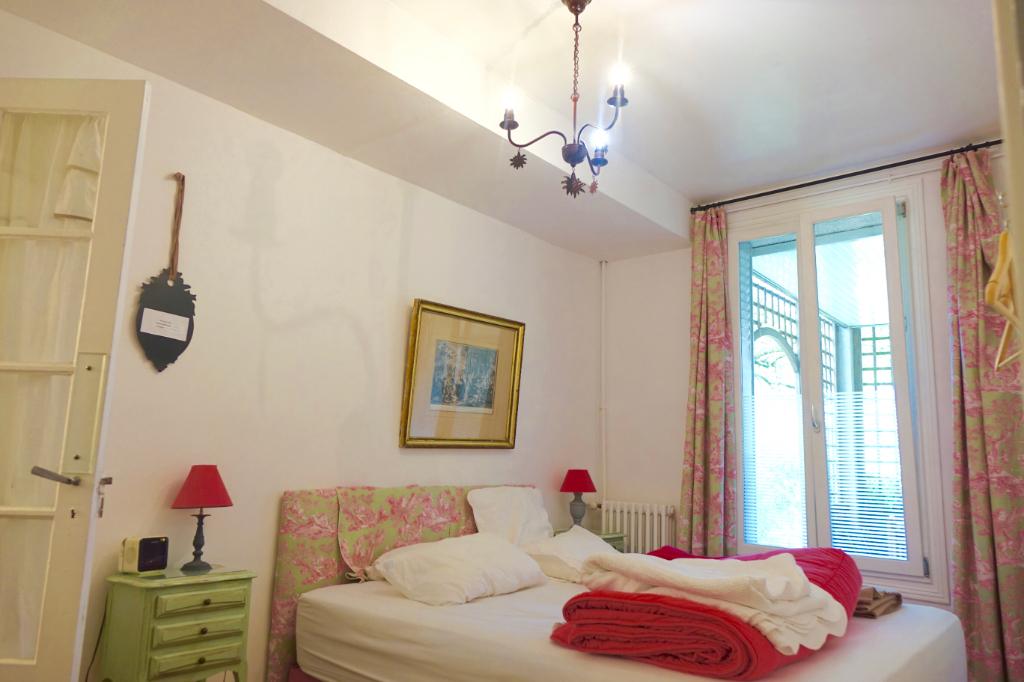 TOURS PAUL BERT. Vaste Villa avec 7 chambres se développant sur  550 m2 de parcelle.