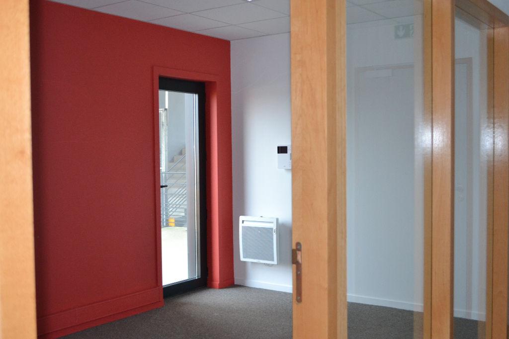plateau de bureaux quip s de 203 m louer lorient 56100. Black Bedroom Furniture Sets. Home Design Ideas