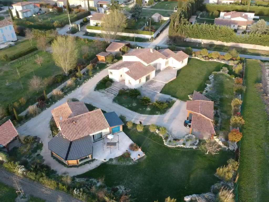 Vente Maison de 7 pièces 280 m² - MAILLANE 13910   AZUR IMMOBILIER ISTRES - AR photo1