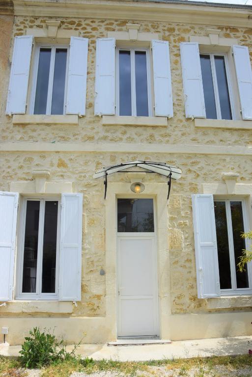 Vente Maison de 4 pièces 140 m² - SALON DE PROVENCE 13300 | AZUR IMMOBILIER ISTRES - AR photo1