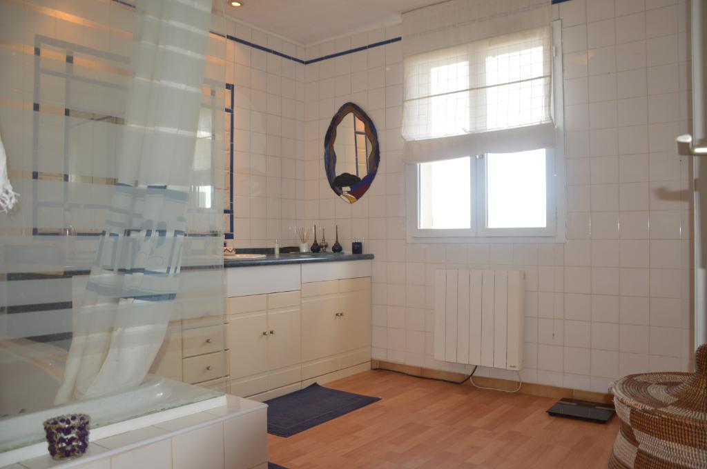 Vente Maison de 6 pièces 160 m² - ISTRES 13800 | AZUR IMMOBILIER ISTRES - AR photo5