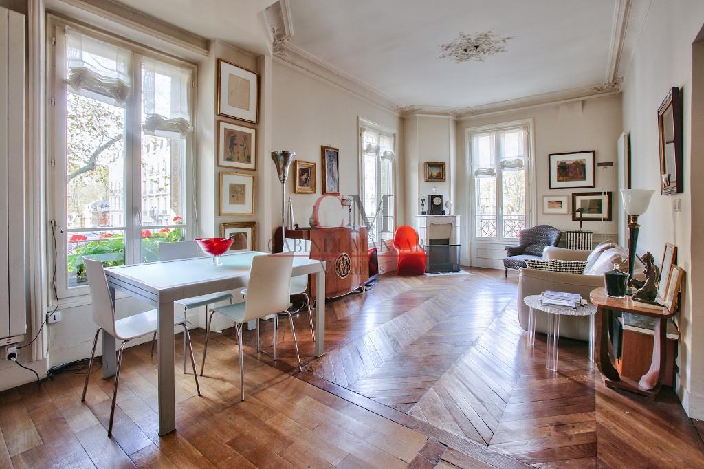 Sale apartment Versailles 567000€ - Picture 1