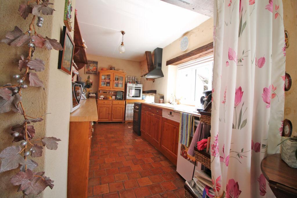 Sale house / villa La chartre sur le loir 182750€ - Picture 7