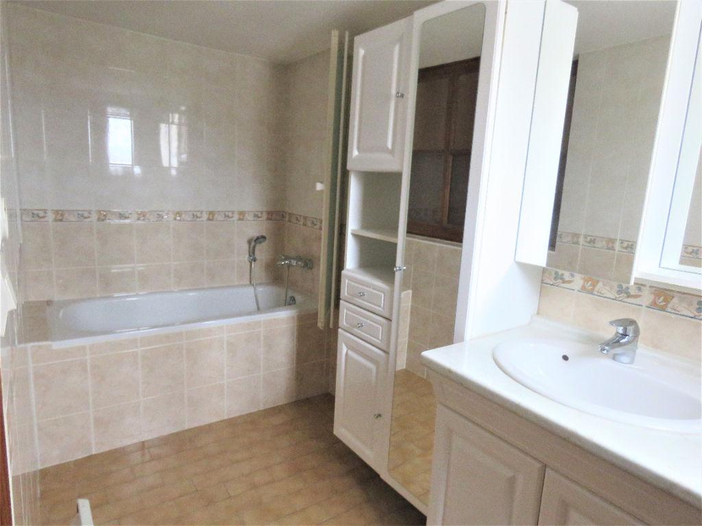 Sale house / villa Montoire sur le loir 88800€ - Picture 6