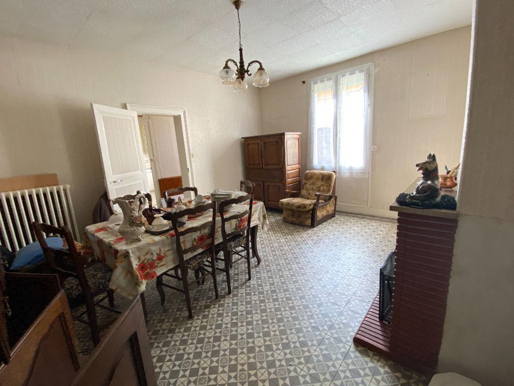 Sale house / villa La chartre sur le loir 141700€ - Picture 5