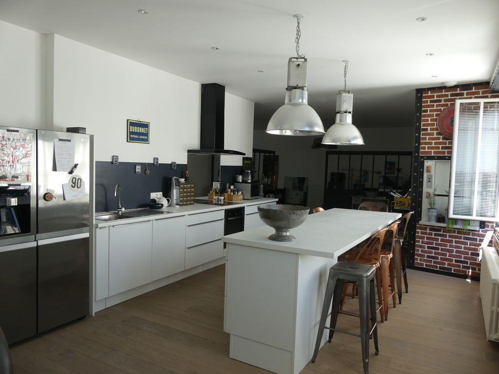 LOFT DUPLEX 170 m² – GARE – 4 CHAMBRES