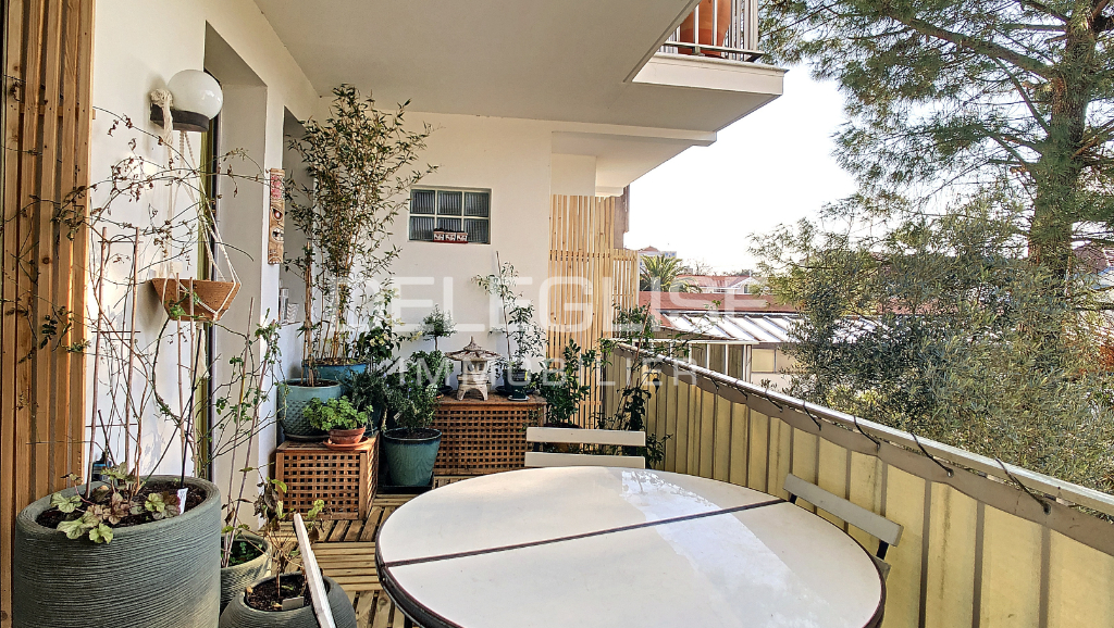Appartement 3 pièces - Vue Bassin - 61m2 - Terrasse et parking.