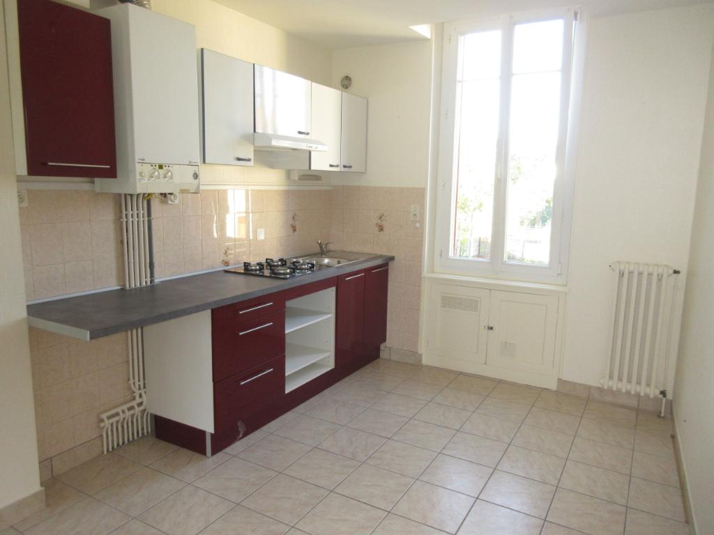 Location maison appartement montlu on 03100 sur le for Location garage montlucon