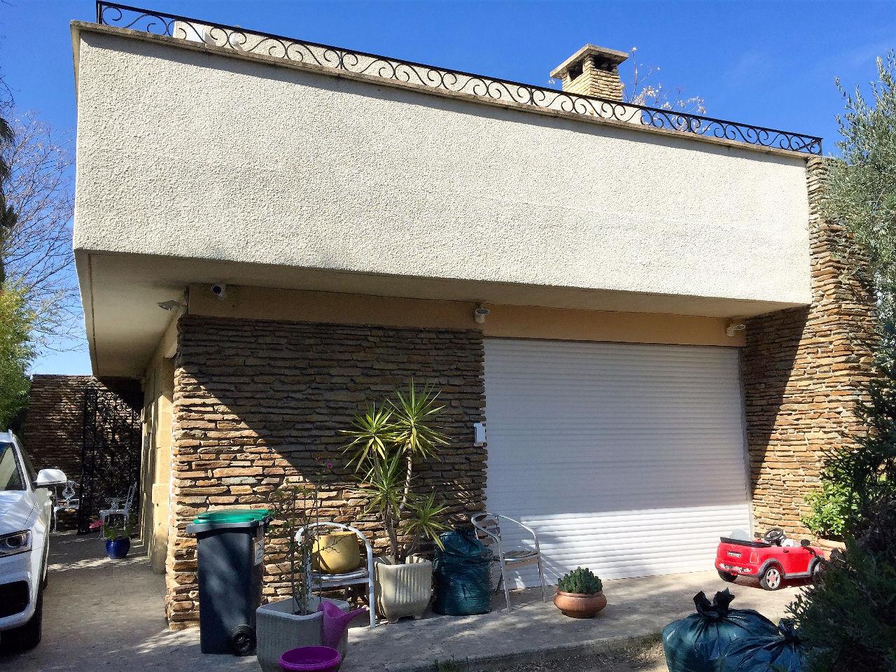 Villa piscine jardin avenue rolland garos marseille 13174 for Alarme piscine linxor jb p 03