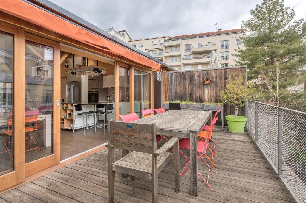 Maison de ville avec jardin, terrasses et garage