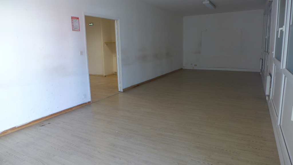 Location local commercial Rennes 1640€ HC - Photo 1