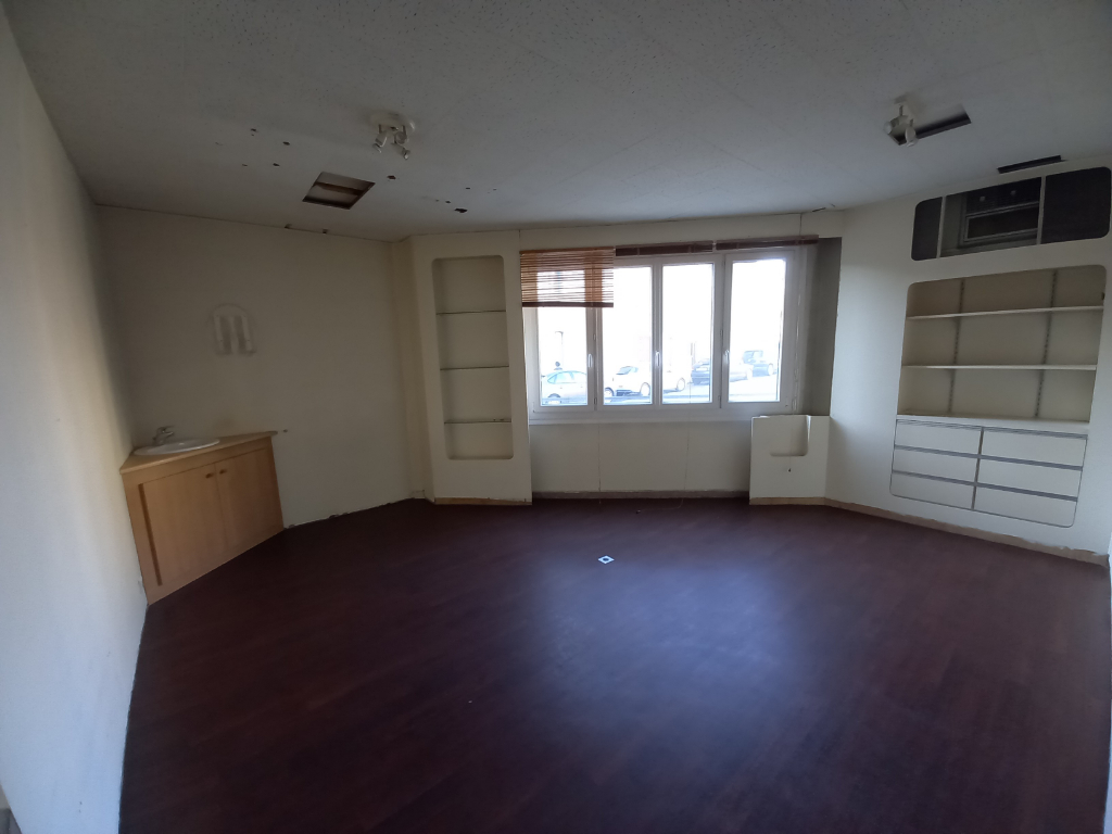 Rental empty room/storage Rennes 780€ HC - Picture 1