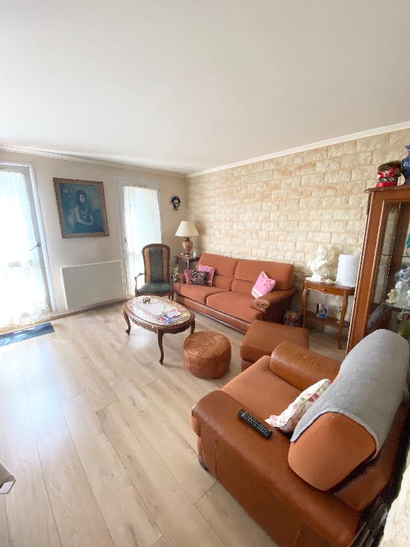 Sale apartment Sartrouville 240120€ - Picture 3
