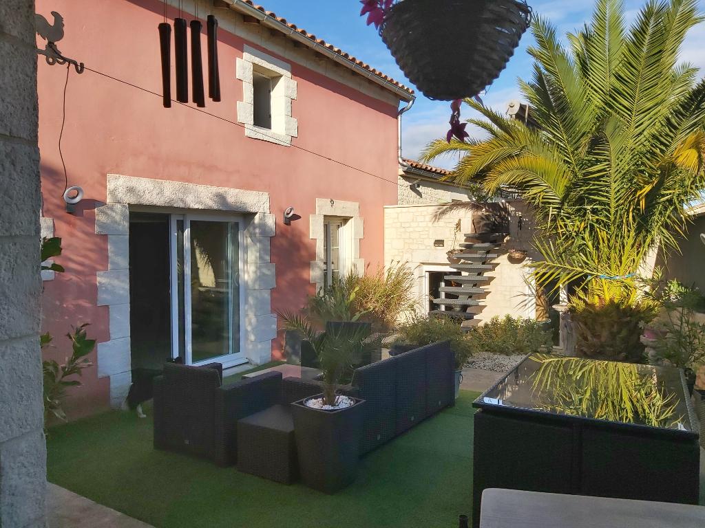 Sale house / villa Francois 261900€ - Picture 1