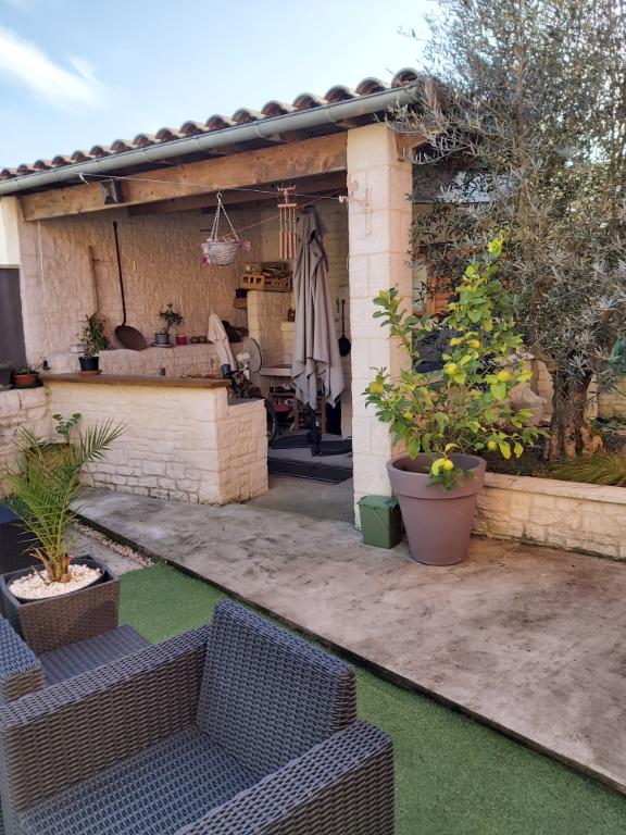Sale house / villa Francois 261900€ - Picture 2