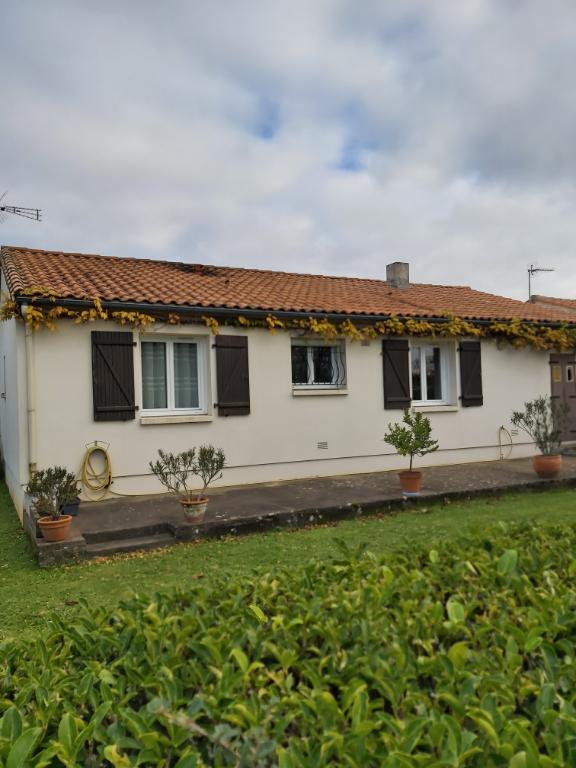 Sale house / villa Chauray 146900€ - Picture 1